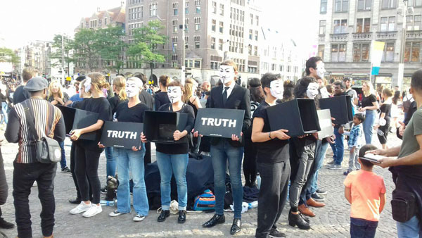 Cube of Truth op de Dam in Amsterdam